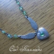 """Медальон """"Сердце с крыльями"""" салатовый"""